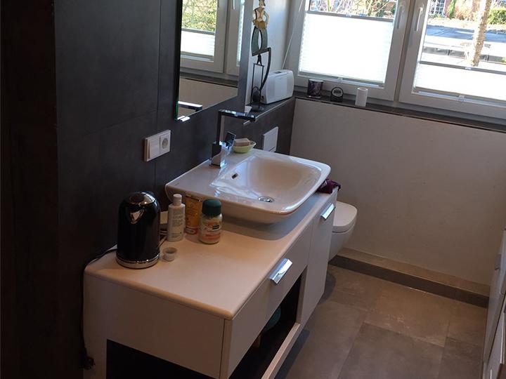 Badezimmer Im Dachgeschoss Mit Dusche. Vergrößern