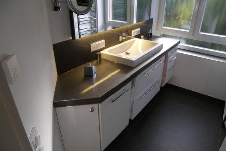 Beleuchtung Bad mit Waschtisch