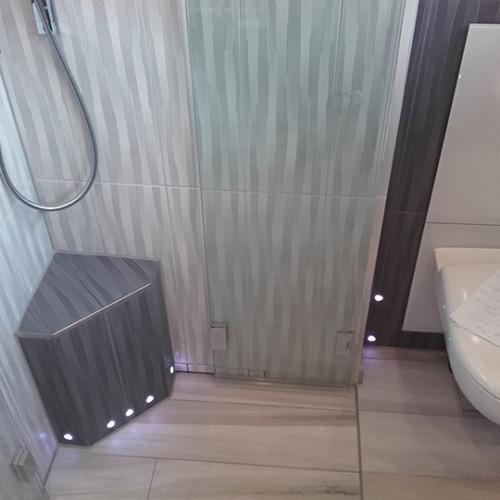 Farblicht im Duschsitz