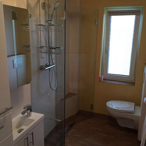 Minibad mit grosser Dusche