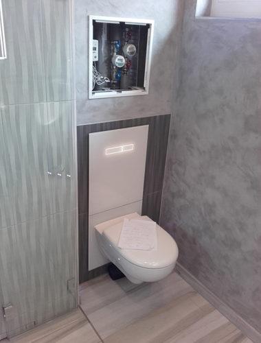 WC mit beleuchteten Senortasten