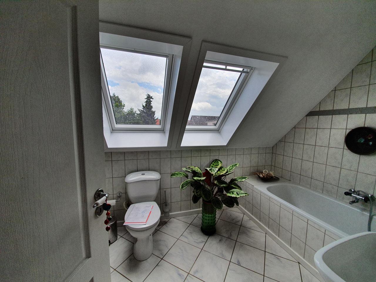 Dusche unter Dachschräge – Badbeispiel