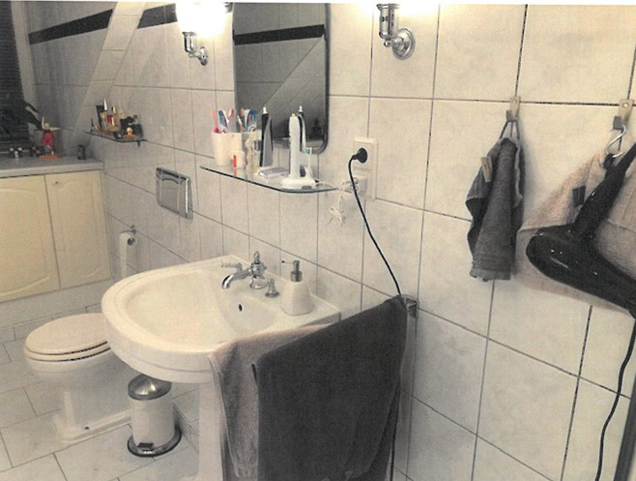 Modernes 12qm Bad mit Dachschräge in HH-Lokstedt (Bad 120) - Bäder Trends
