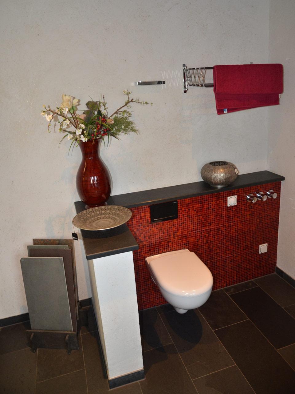 Bad mit rotem Mosaik