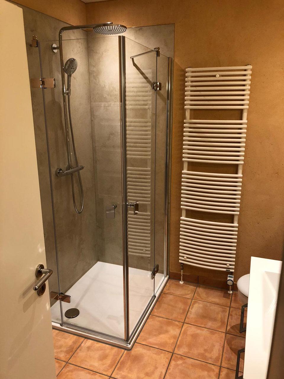 Badezimmer mit Dusche - vorher nachher