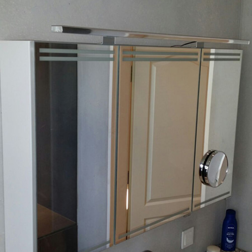 Badezimmer-Spiegelschrank mit LED Beleuchtung