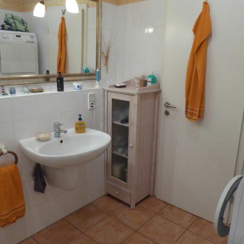 badezimmer-vorher-waschbecken