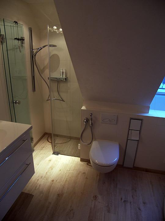 wellness f r zwei im dachgeschoss bad 066 b der dunkelmann. Black Bedroom Furniture Sets. Home Design Ideas
