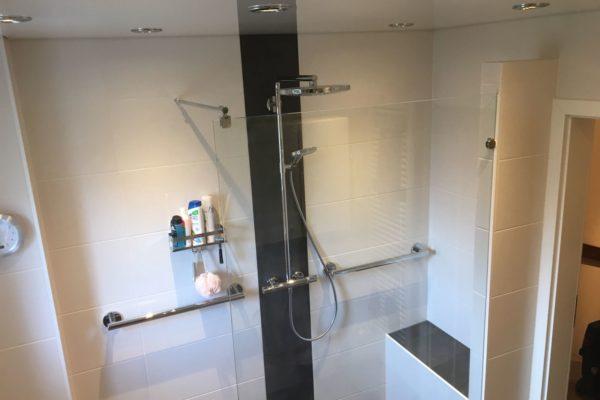 Neues Bad mit großer Dusche HH Langenhorn