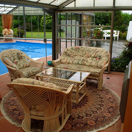 blick-auf-wintergarten-mit-pool