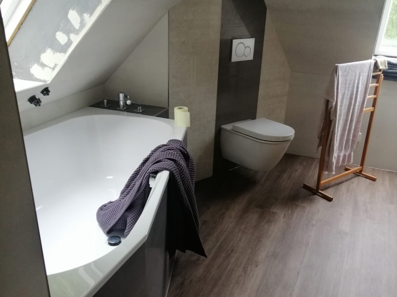 Dachgeschoss Bad mit Badewanne