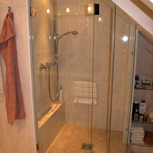 klappbarer Sitzplatz in der Dusche im Duschbad aus Norderstedt