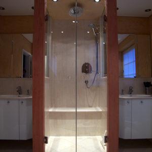 dusche-links-und-rechts-waschbecken