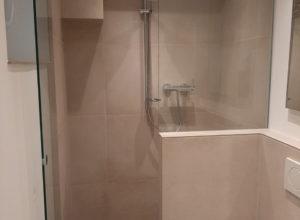 Neues Bad Dusche