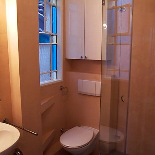 eingearbeitete-wandnischen-minibad
