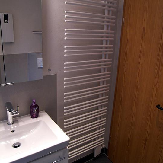 kerlite fliesen im bad bad 023 b der dunkelmann. Black Bedroom Furniture Sets. Home Design Ideas