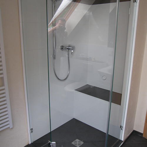 5-eckiger Duschbereich auf Podest