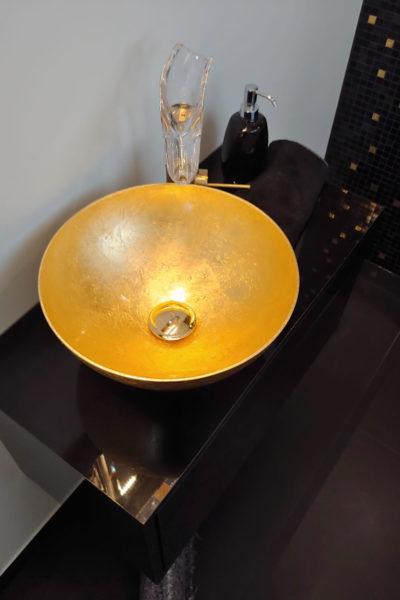 gaeste-wc-goldes-waschbecken