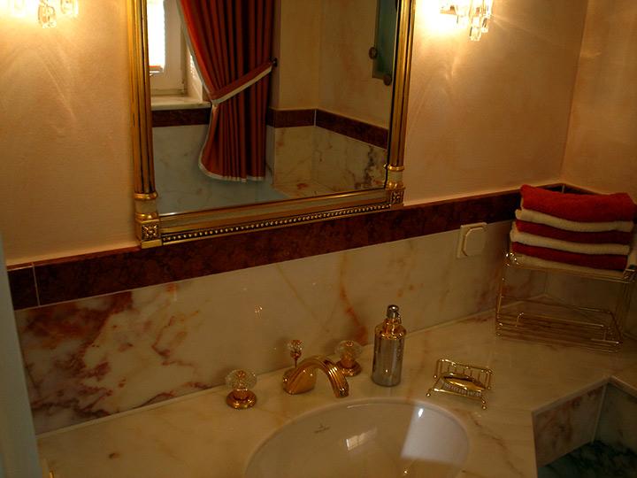 gold marmor im g ste wc bad 018 b der dunkelmann. Black Bedroom Furniture Sets. Home Design Ideas