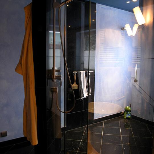 glas-dusche-frei-im-raum
