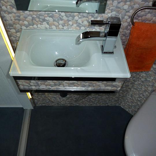 glaswaschbecken-kleines-gaeste-wc