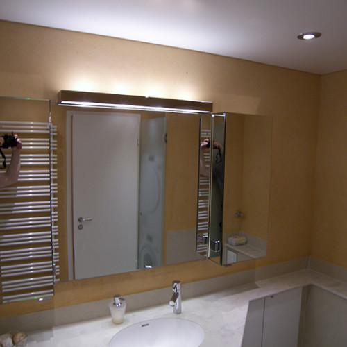 Großzügiger Spiegelschrank für Minibad