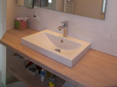 Holzwaschtischplatte mit Aufsatzbecken