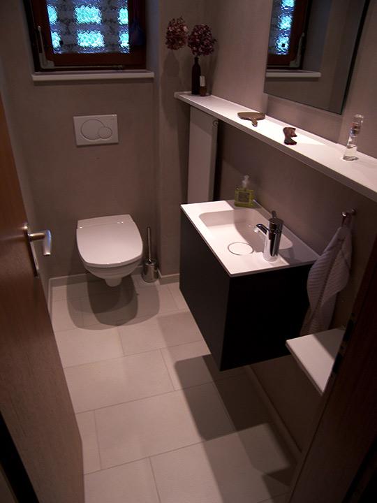 g ste wc mit gro z gigen ablagen bad 016 b der dunkelmann. Black Bedroom Furniture Sets. Home Design Ideas