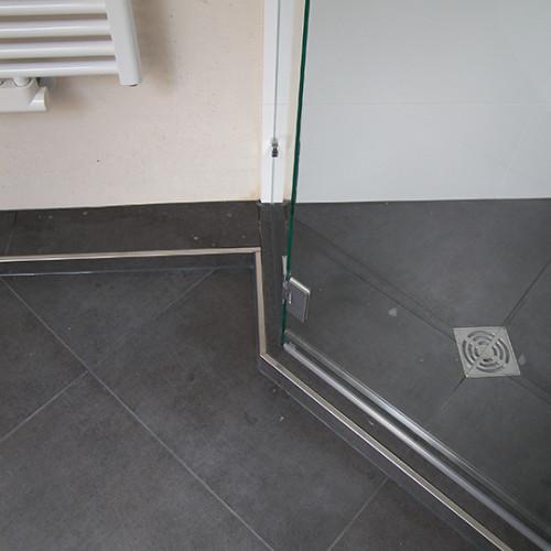 Duschablauf in der Mitte