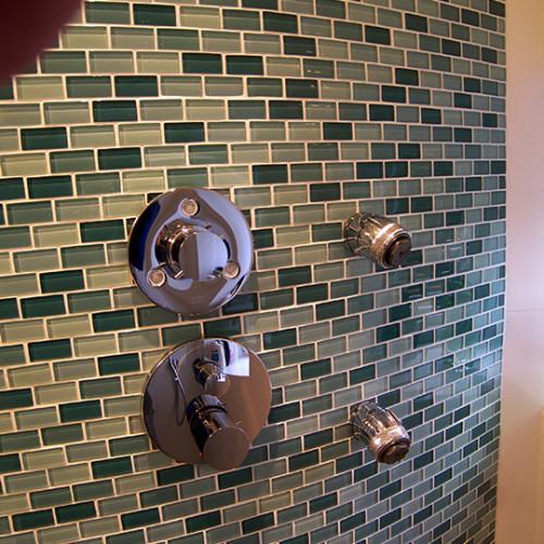 Mosaikfliesen auf runder Wand