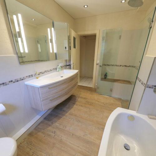 altengerechtes badezimmer in hamburg rahlstedt mit vorher nachher vergleich bad 078 b der. Black Bedroom Furniture Sets. Home Design Ideas