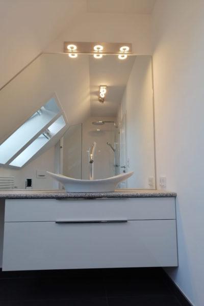 Waschtisch & Spiegel