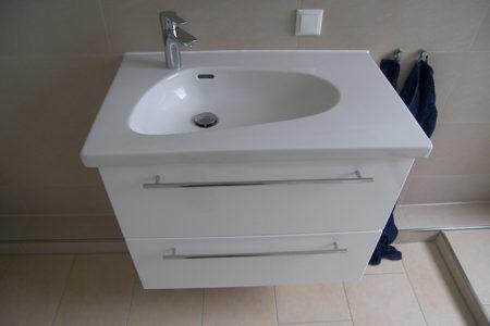 Porzellan-Waschtisch-Platte mit lackiertem Unterschrank