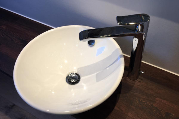 rundes-waschbecken-holzwaschtisch