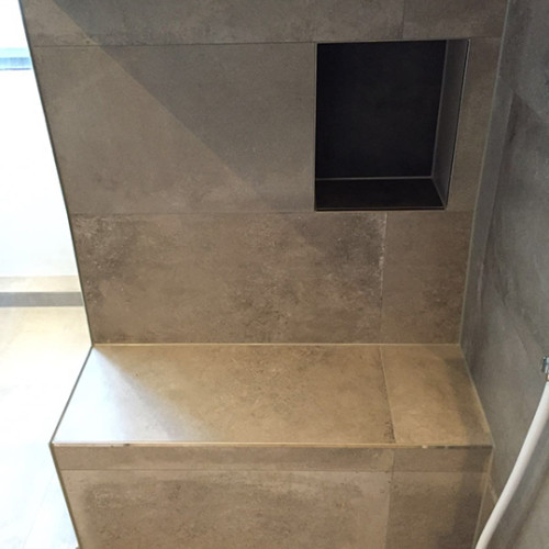 Sitzbank In Der Dusche Mit Ablagenische