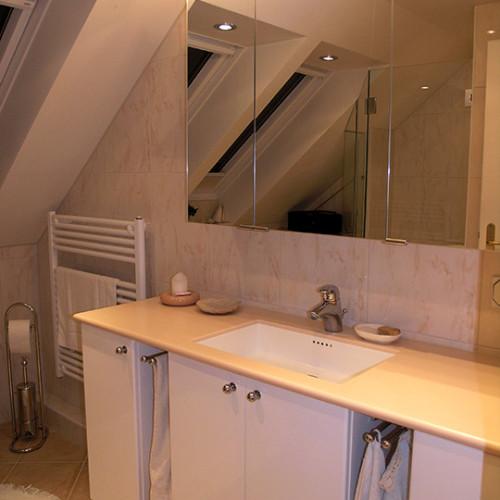 Spiegelschrank im Dachgeschossbad in Norderstedt