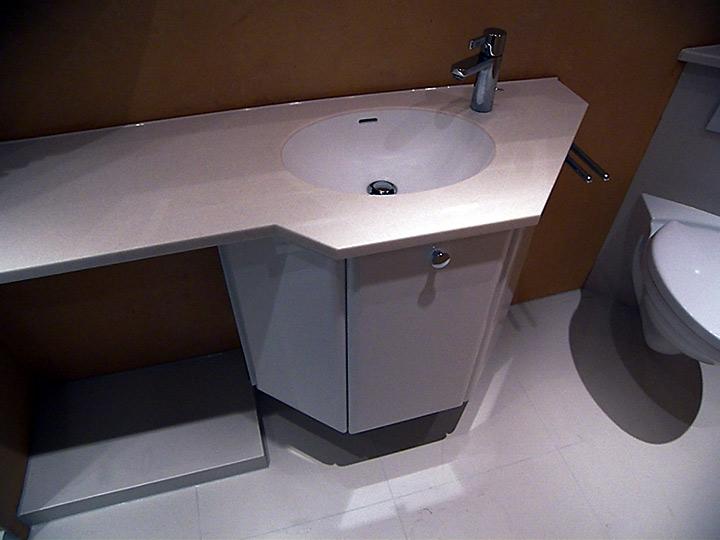 Xxl kacheln im bad bad 030 b der dunkelmann for Kacheln badezimmer