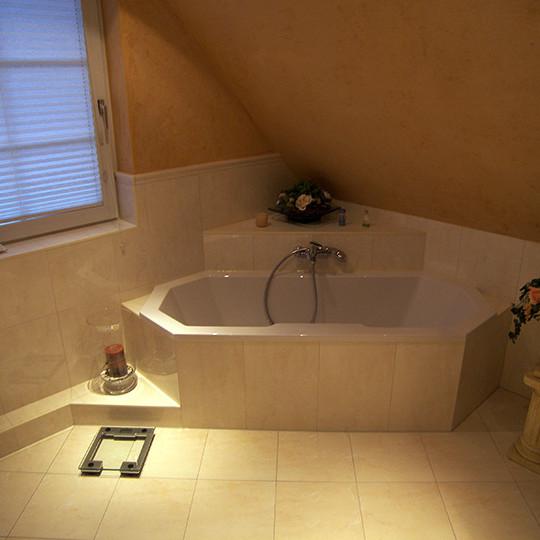 Tageslicht im Bad mit Eckbadewanne (Bad 065) - Bäder Dunkelmann | {Eckbadewanne dachschräge 1}