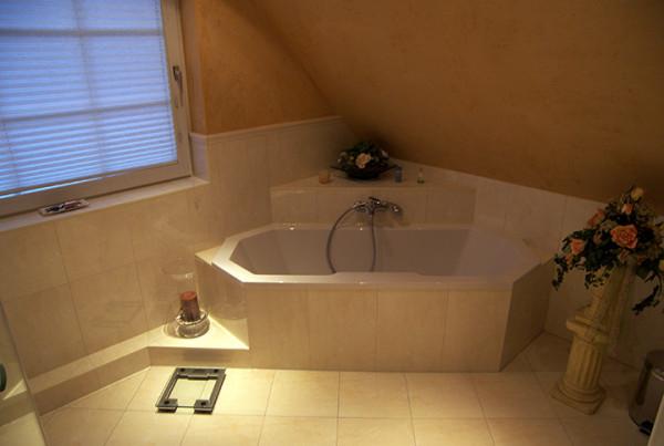 Tageslicht Im Bad Mit Eckbadewanne (Bad 065)