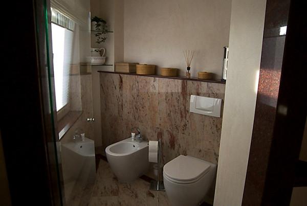WC und Bidet Marmor Bad