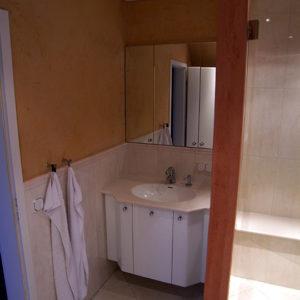 waschbecken-mit-unterschrank-links