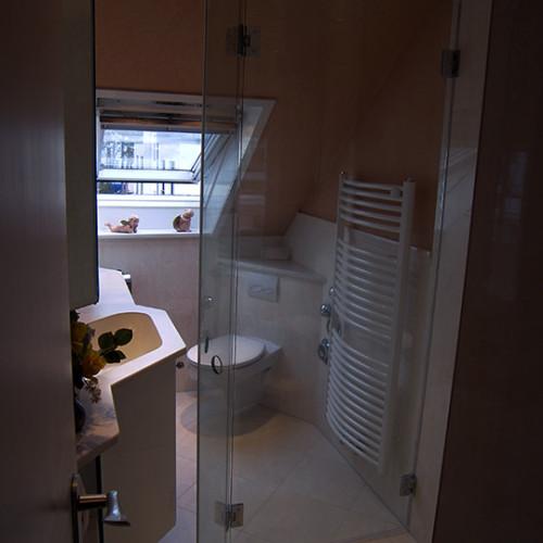zweifach klappbare Duschabtrennung aus Glas